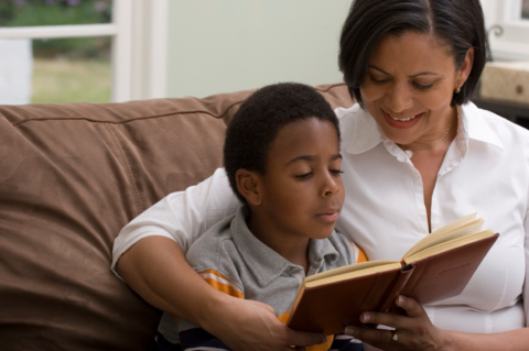 Adult using dialogic reading with child